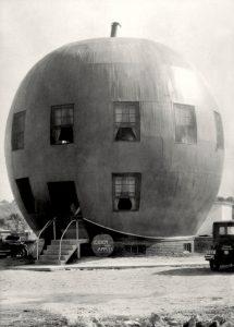 The Big Red Apple Restaurant / near St.Joseph, Missouri, 1926.