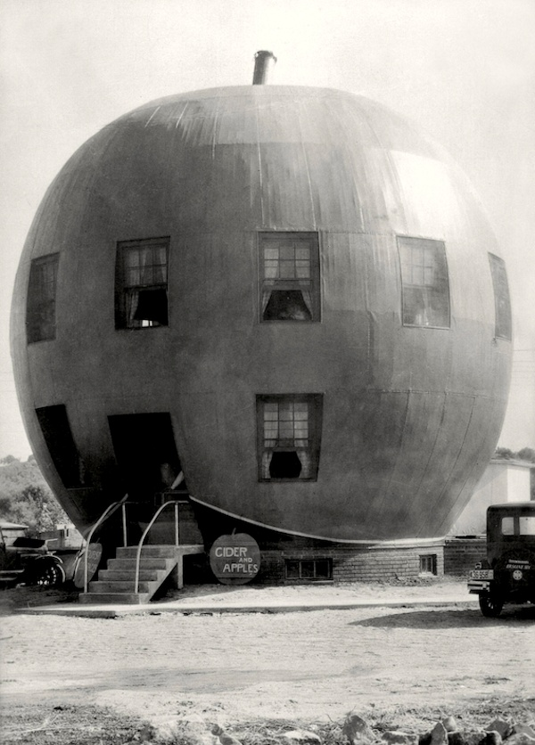 The Big Red Apple Restaurant / near St.Joseph, Missouri, 1926.