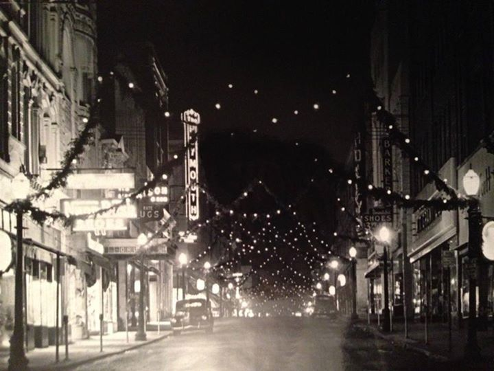 Christmas Decorations Downtown St. Joseph