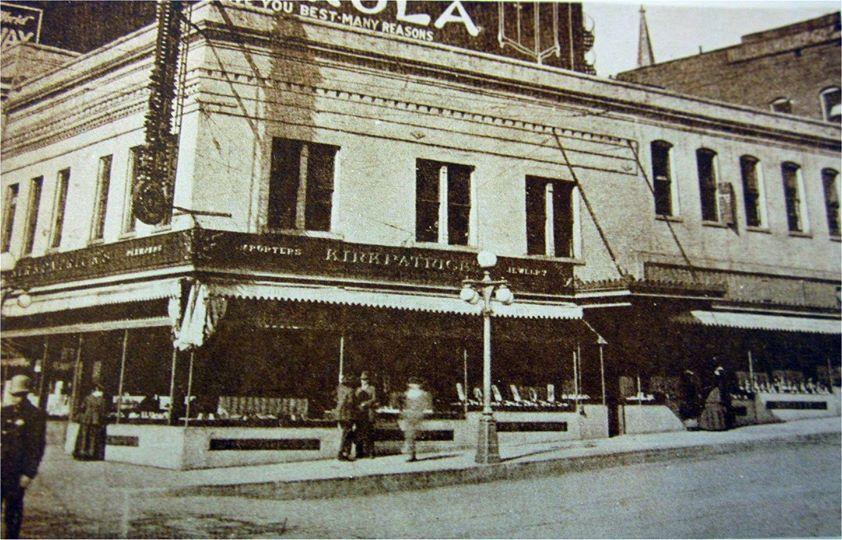 1900's photo at 8th & Felix – cop is wearing a Keystone type helmet