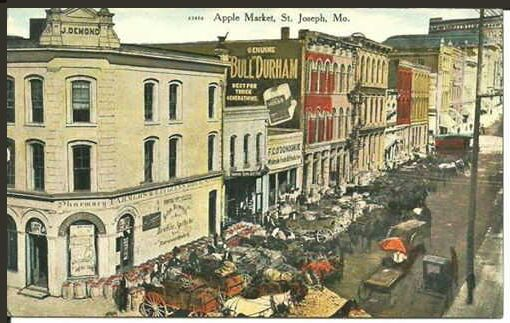 Apple Market, St. Joseph, Mo. 1910 postcar