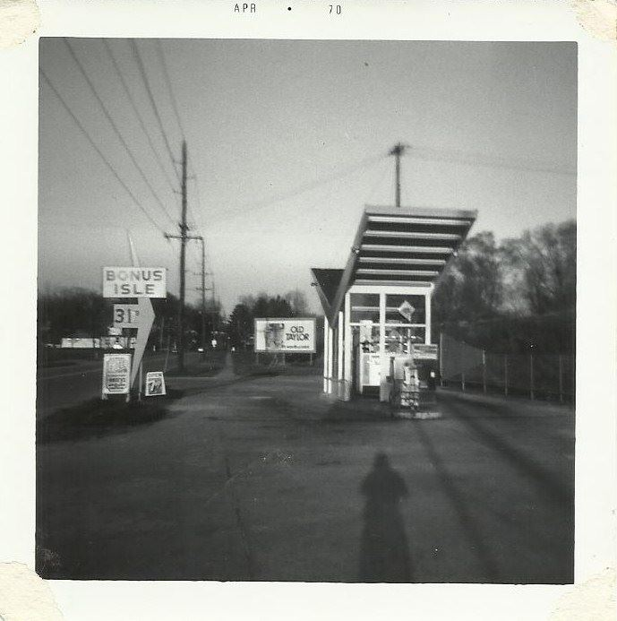 Bonus Isle Service Station, 2624 Messanie (taken April, 1970