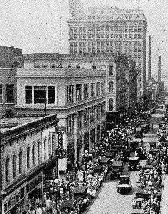 Downtown Felix St. 1925