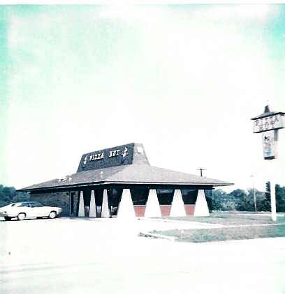 PIZZA HUT 1617 South Belt 1972