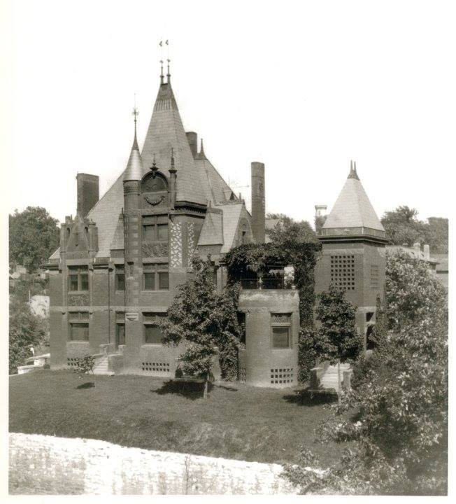 The Moss family home at 906 Sylvanie in 1903